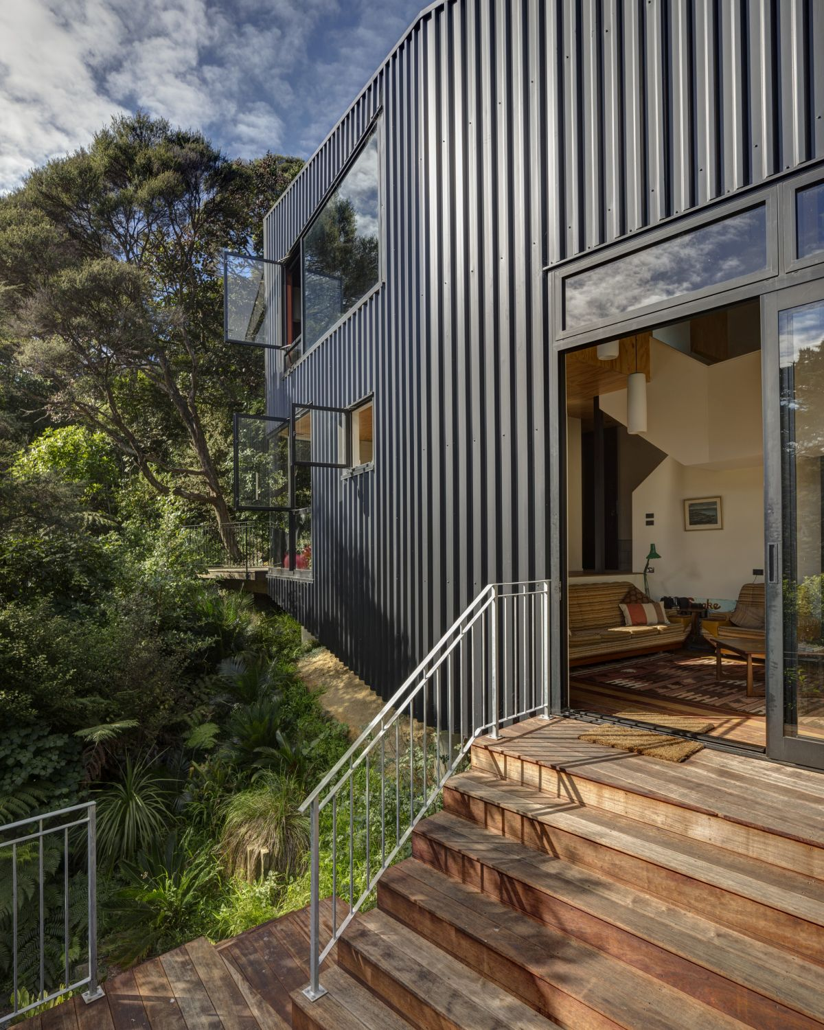 The black cladding on the exterior allows the house to more easily blend in with its surroundings