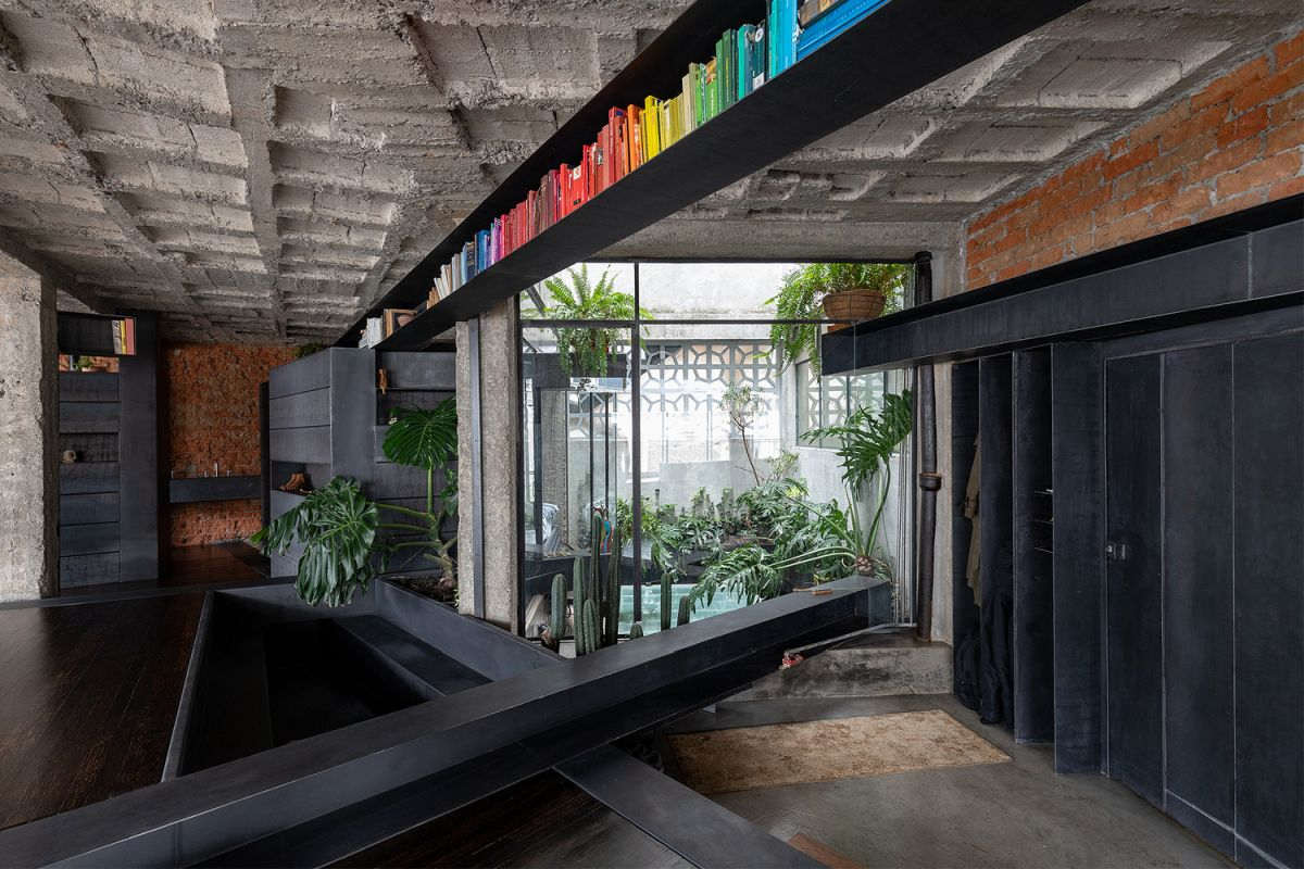 A new indoor garden area was introduced into the apartment, resembling a small courtyard