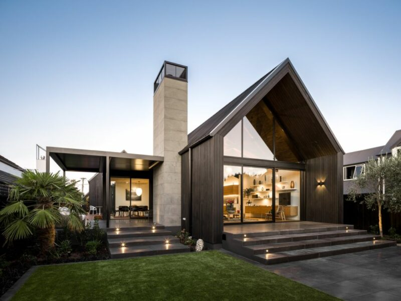 Modern House With a Black Exterior And An Extremely Welcoming Interior