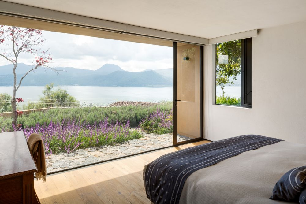 The private rooms have access to the gorgeous views as well, enjoying a strong connection with nature