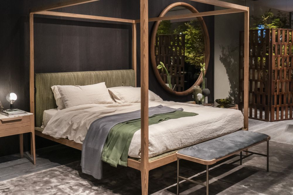 Get a Modern Canopy Bed