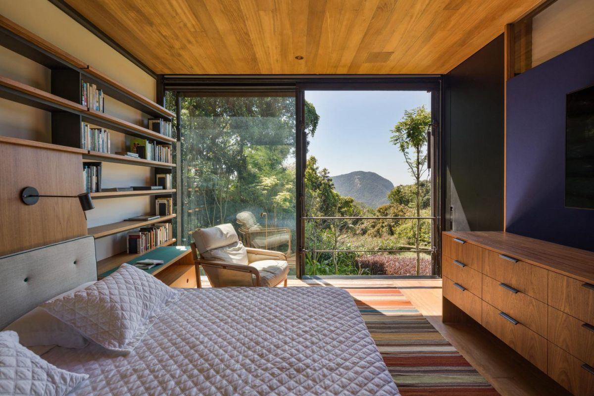 The private area of the house is oriented toward the North which gives it a stunning view over the tree canopies