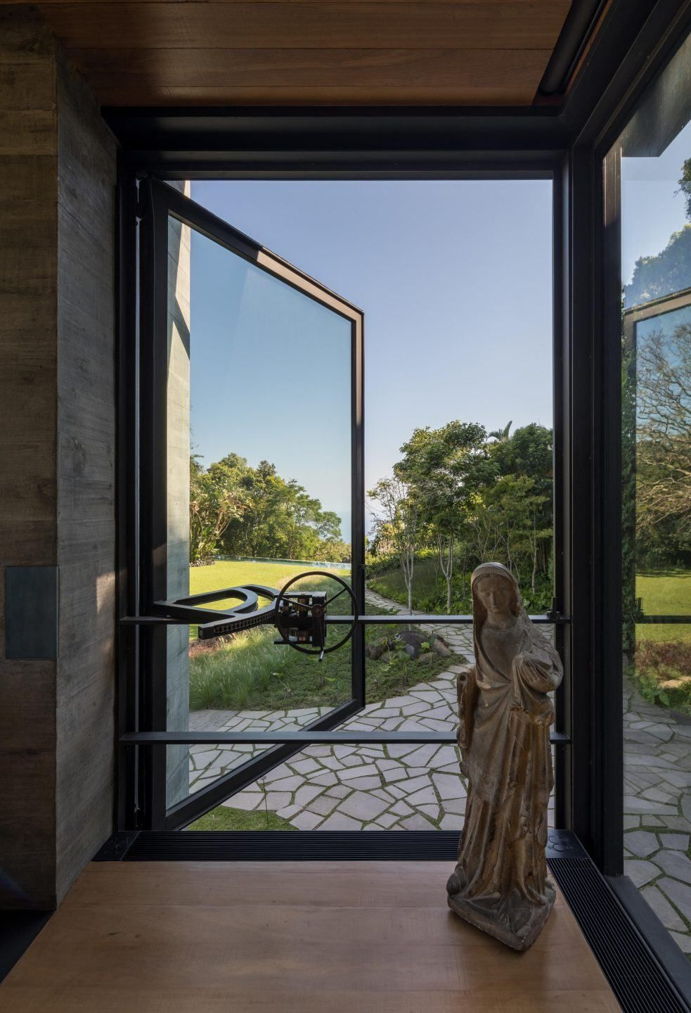 The primary materials used throughout the house are stainless steel, glass, concrete and wood