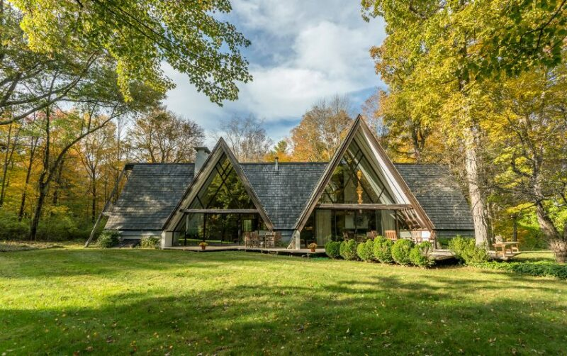 Mid-Century Modern House With Six Interconnected A-frame Sections