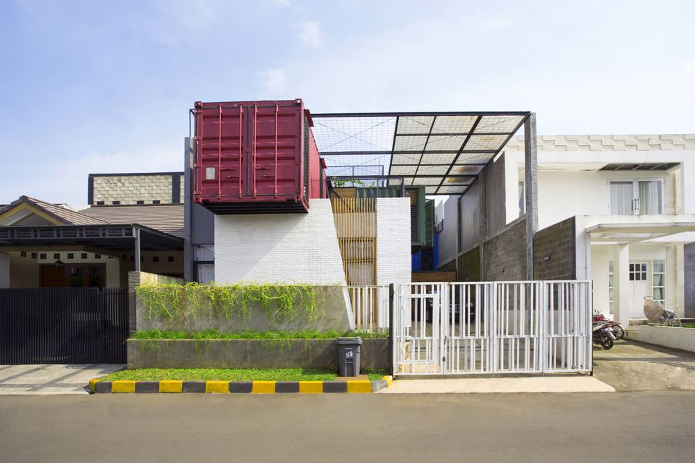 Indonesia Container for Urban Living Atelier Riri - Industrial Family Home Made From Shipping Containers And Reclaimed Pallets