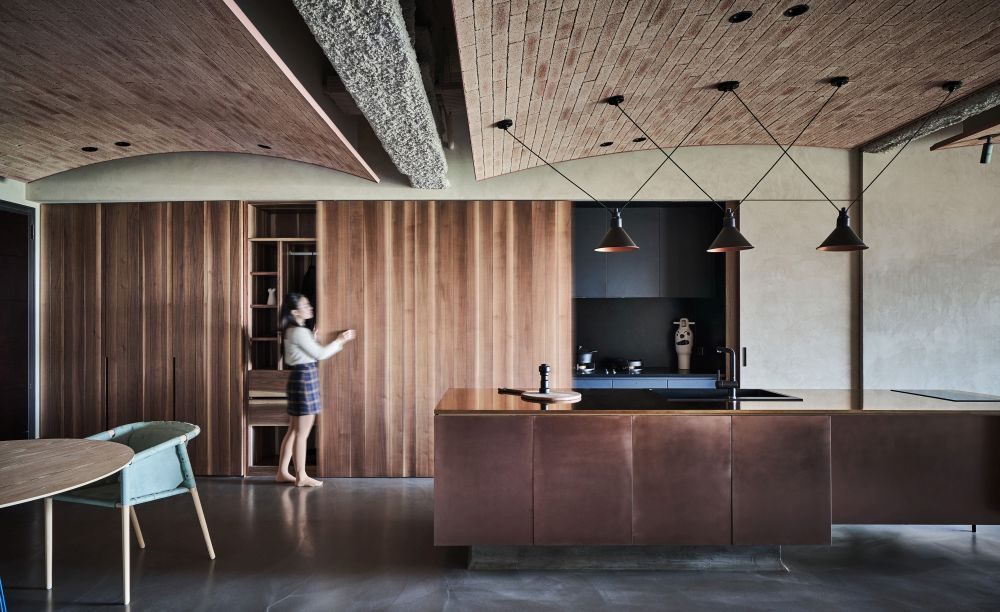 One of the most eye-catching design features is the ceiling in the living area