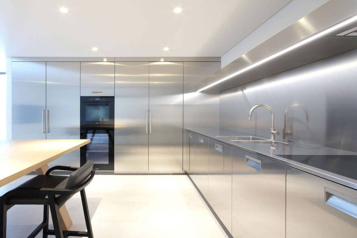 The entire kitchen is in stainless steel which gives a very professional look
