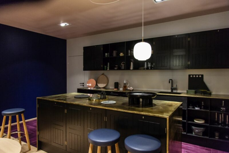 How To Pair Black With Certain Colors And Materials To Create Glamorous Interior Designs