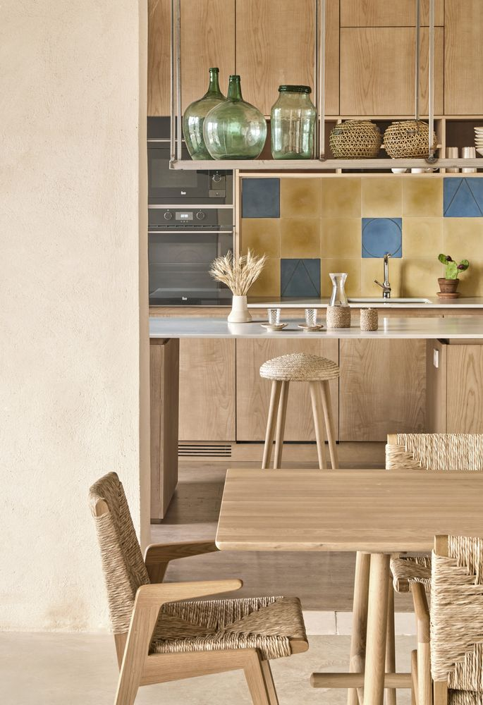 Different finishes and textures were used in order to create diversity throughout the interior