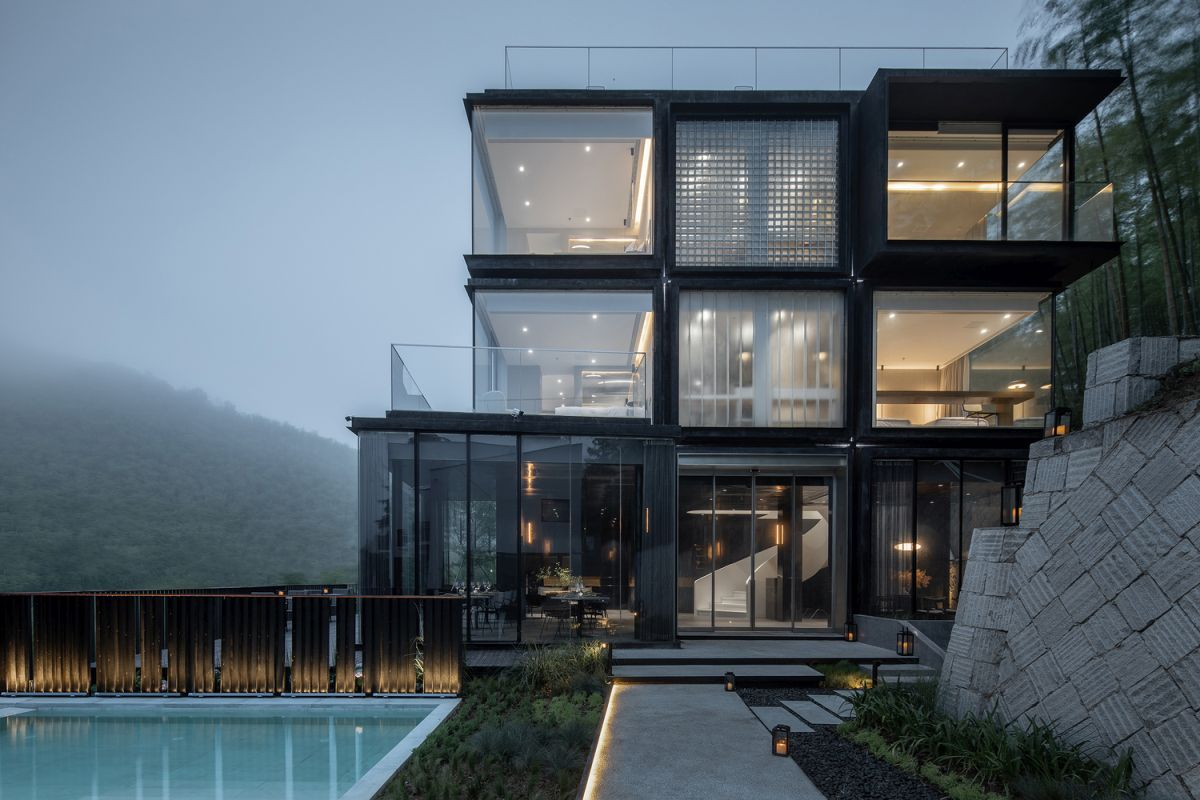 In total the Cube Hotel has a surface of 400 square meters across several different levels