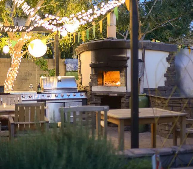 Wood-burning pizza oven made from scratch