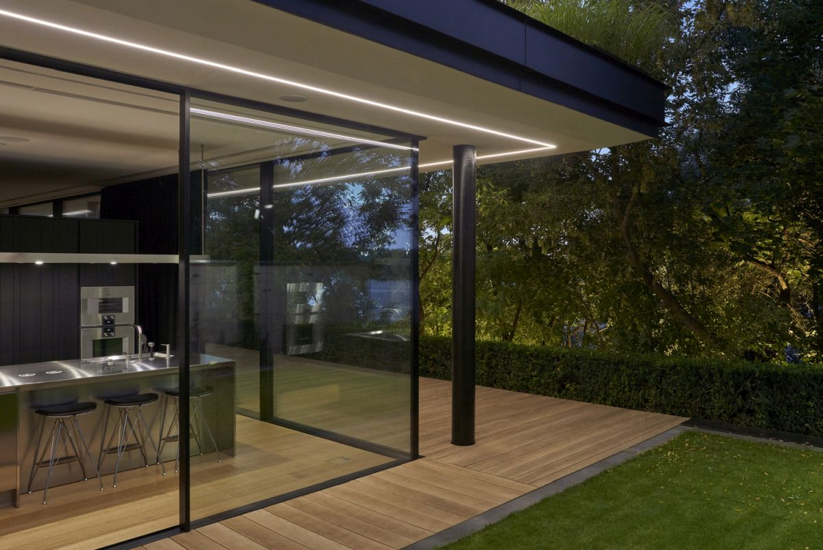 The interior spaces transition seamlessly outdoors and enjoy a close relationship with their surroundings