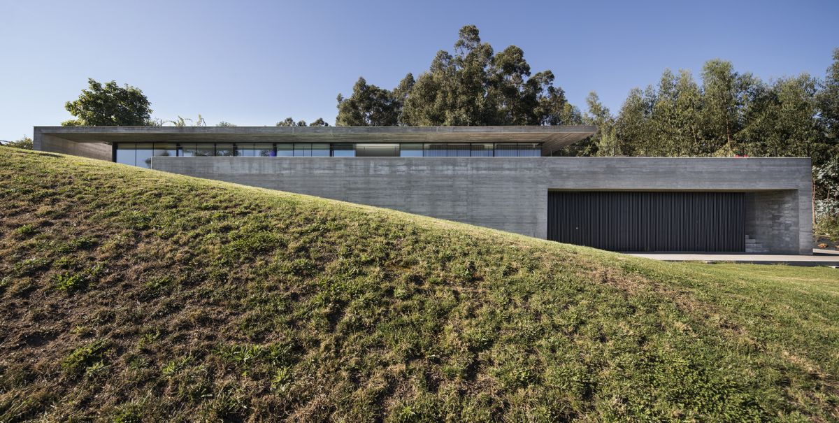 The house was built on the middle level of the site, taking advantage of the topography in a really cool way