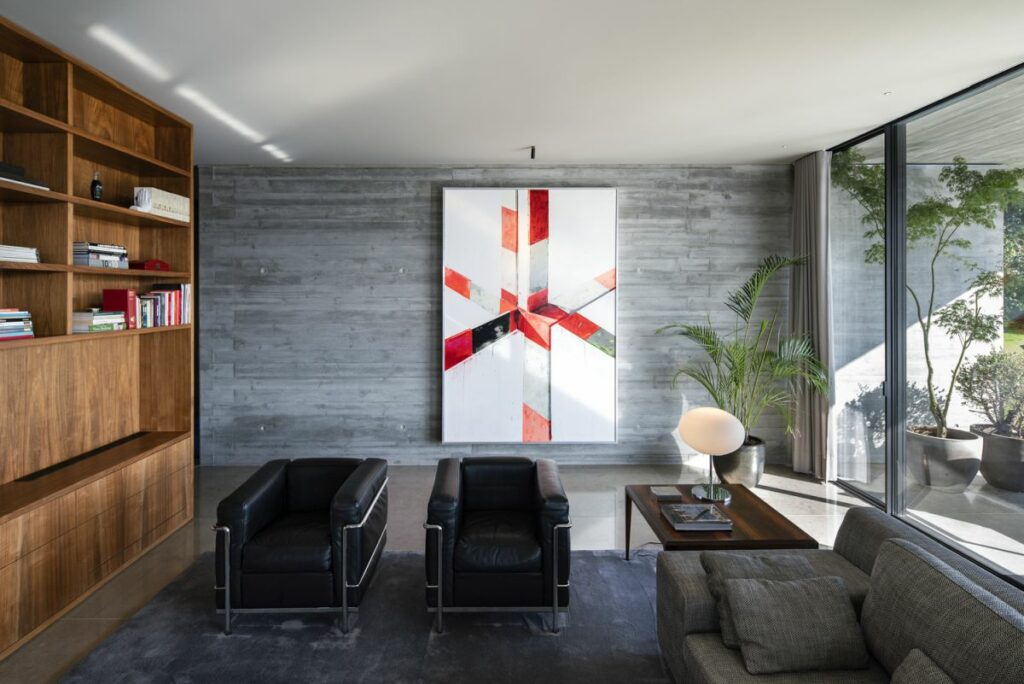 Modern abstract art is displayed on the walls, adding color and dynamism to the decor