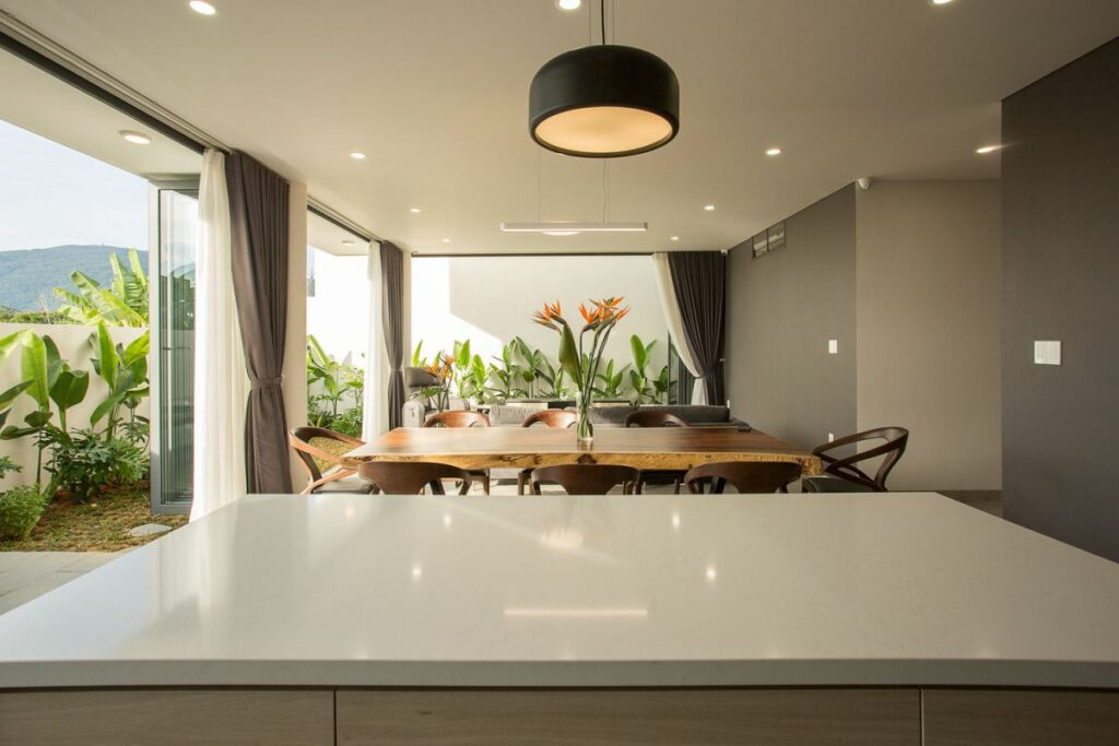 The interior design and the furnishings are very simple, clean and modern allowing the focus to be on the garden