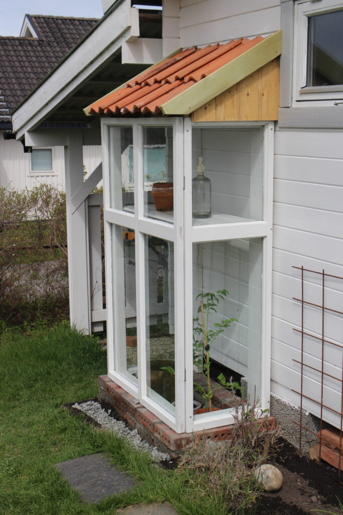 Interesting Ways To Repurpose Old Windows In and Around The House