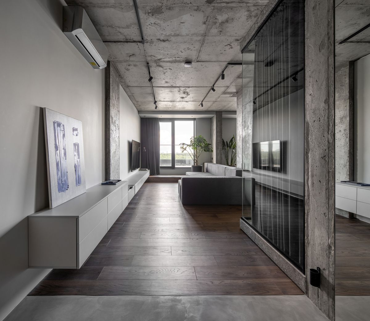 The exposed concrete surface add an industrial element to the overall design of this place
