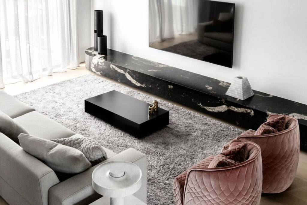 The interior design puts emphasis on the furnishings and the accessories in particular
