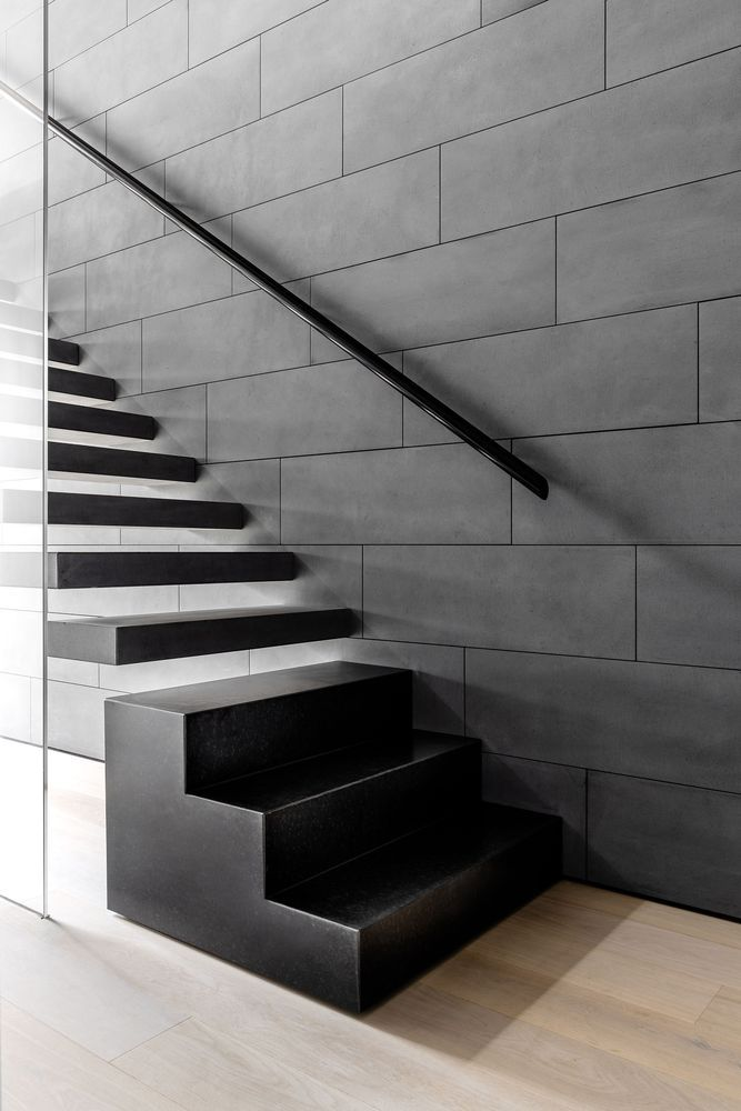 The floating staircase which connects the floors is a central element in the design of the house