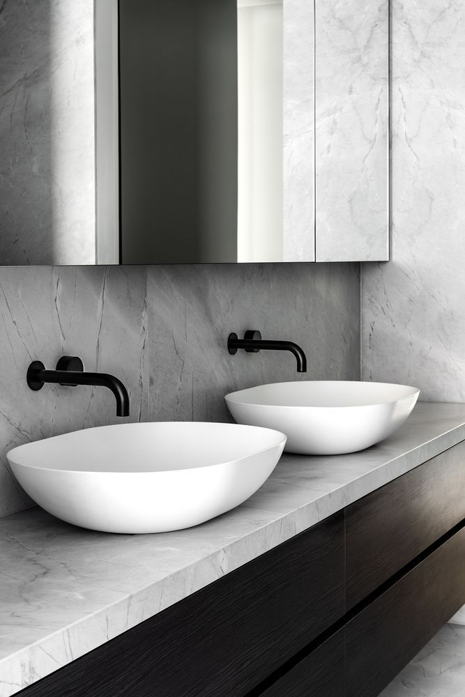 Two graceful washbasins bring simplicity and freshness into the master bathroom