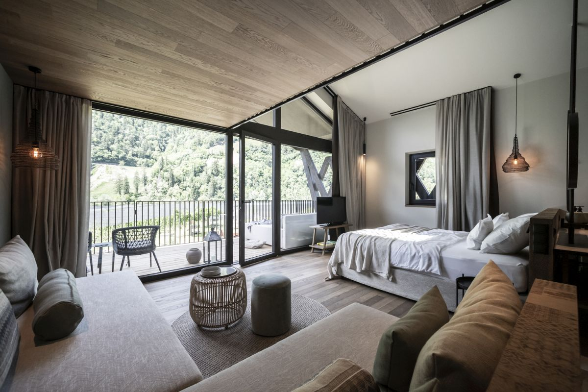 Small private terraces bring the rooms closer to nature and expose them to the beautiful views of the valley