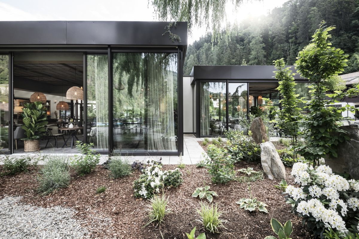 Large windows and sliding glass doors offer easy access outside and ensure a seamless transition