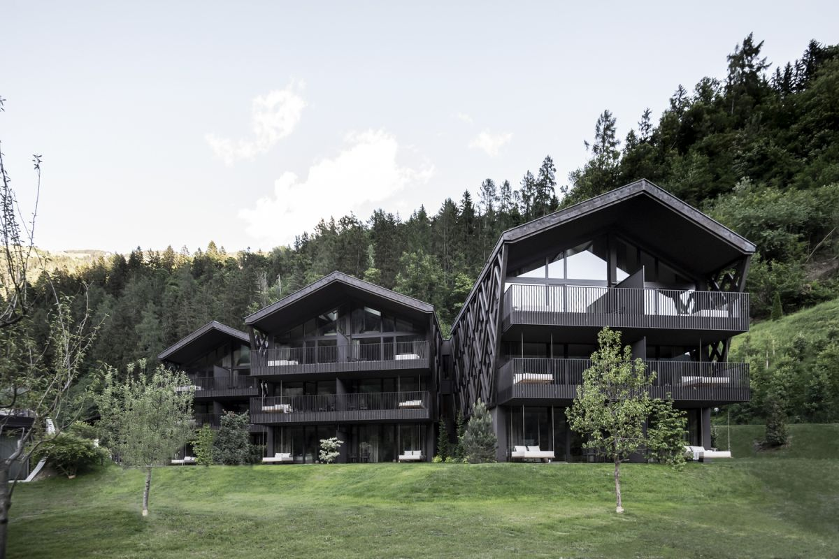 The tall trees form a nice backdrop and create a sheltered look for the hotel