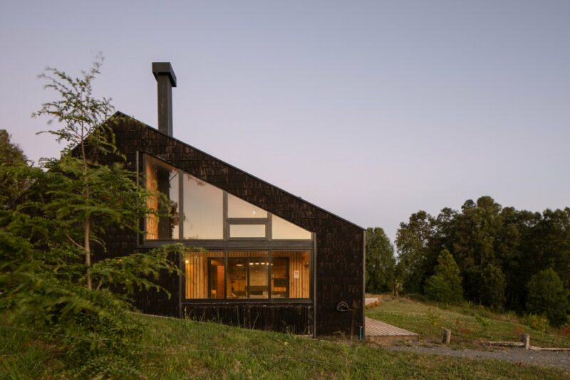 Wholesome Chile House With Views of A Beautiful Lake and Distant Volcanos
