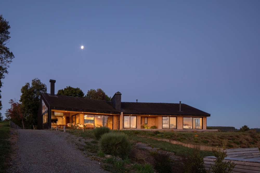 The house is oriented towards the South and gets a perfect view of the lake