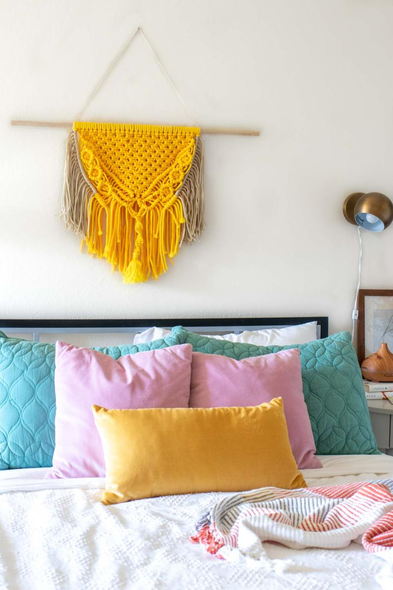 DIY Macrame Wall Hangings With Retro and Boho Designs