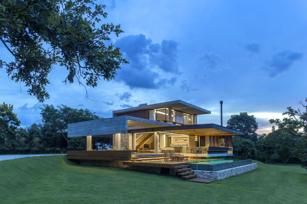 The house as a whole does a good job at mimicking its natural surroundings in a way that feels modern and stylish