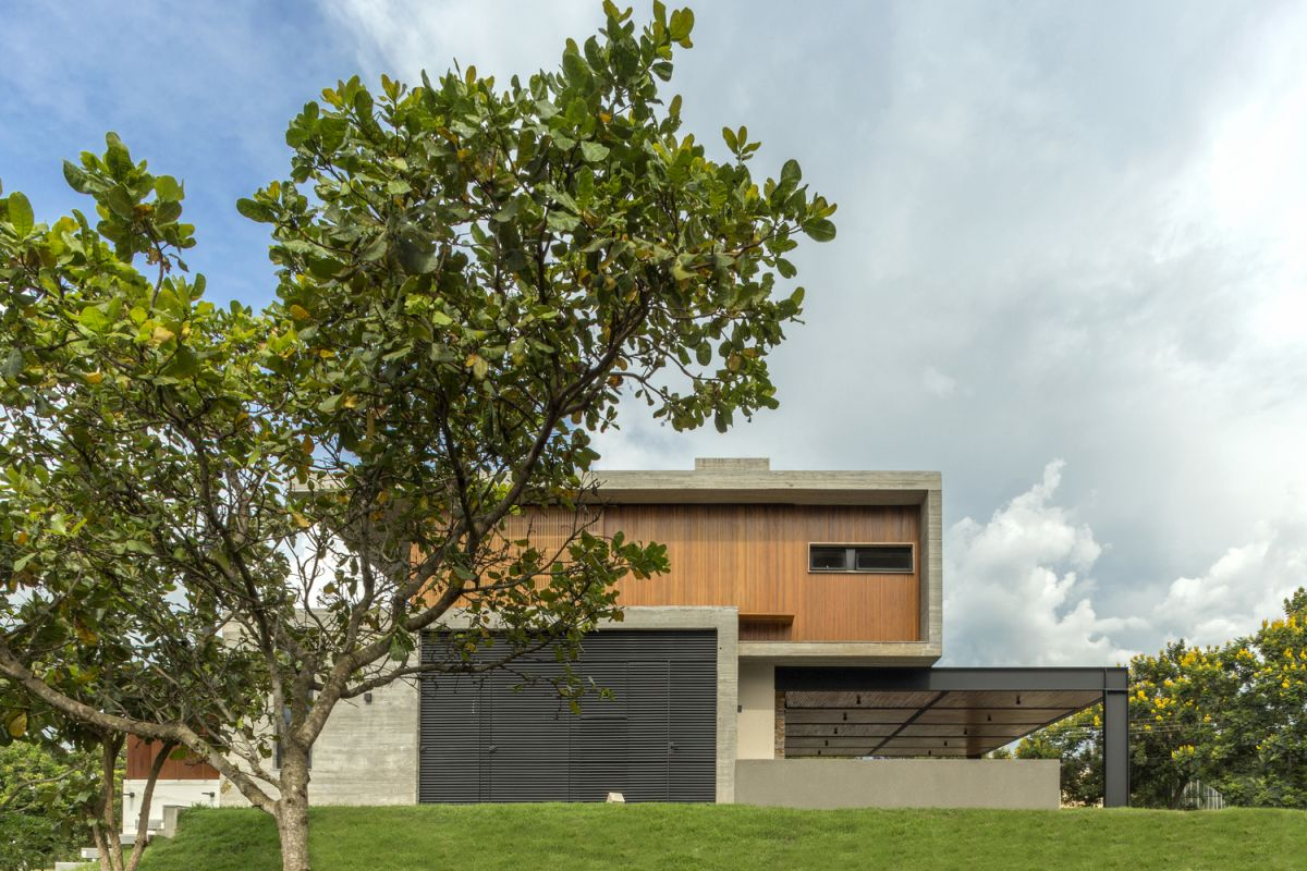 The house has a simple and modern geometry with clean lines and few unnecessary details or textures