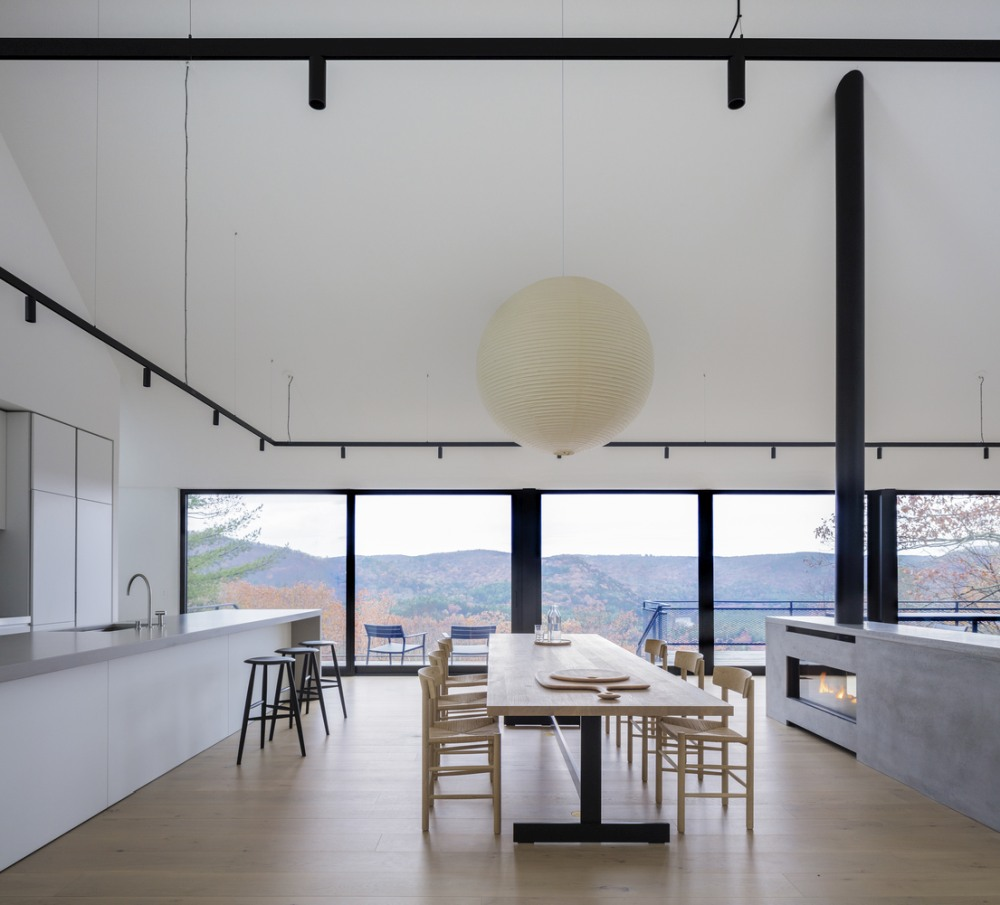 The living room, dining area and the kitchen are placed at the center of the house and combined into a large open space