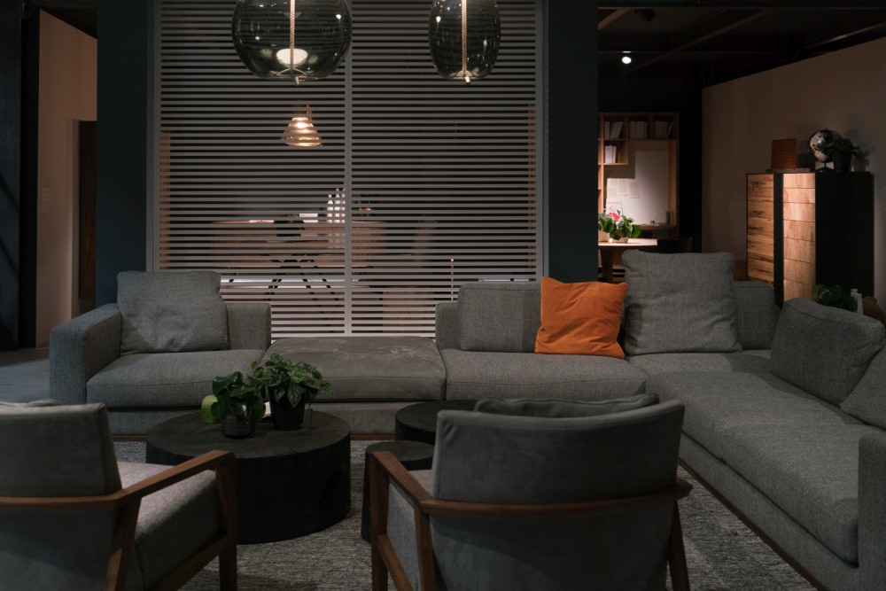 Gray is a soothing color which goes well with lots of other nuances, thus being a great base for the living room decor