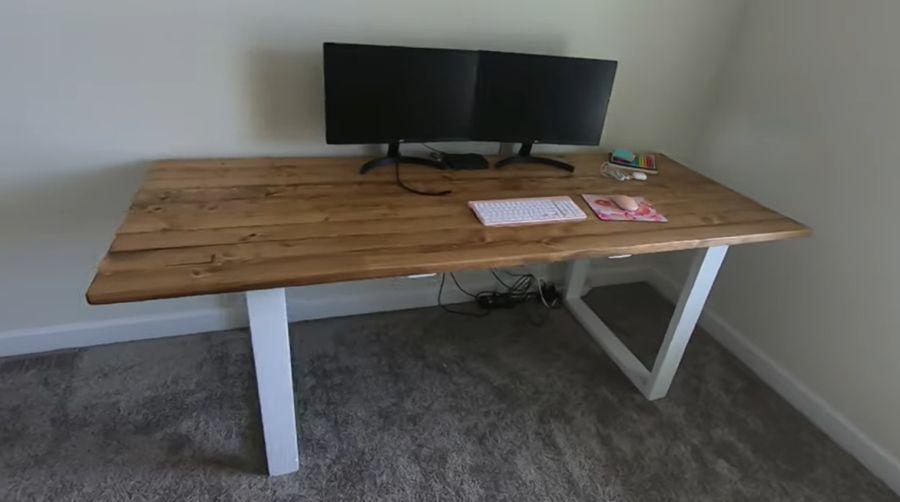 Minimal desk made of 2x4's