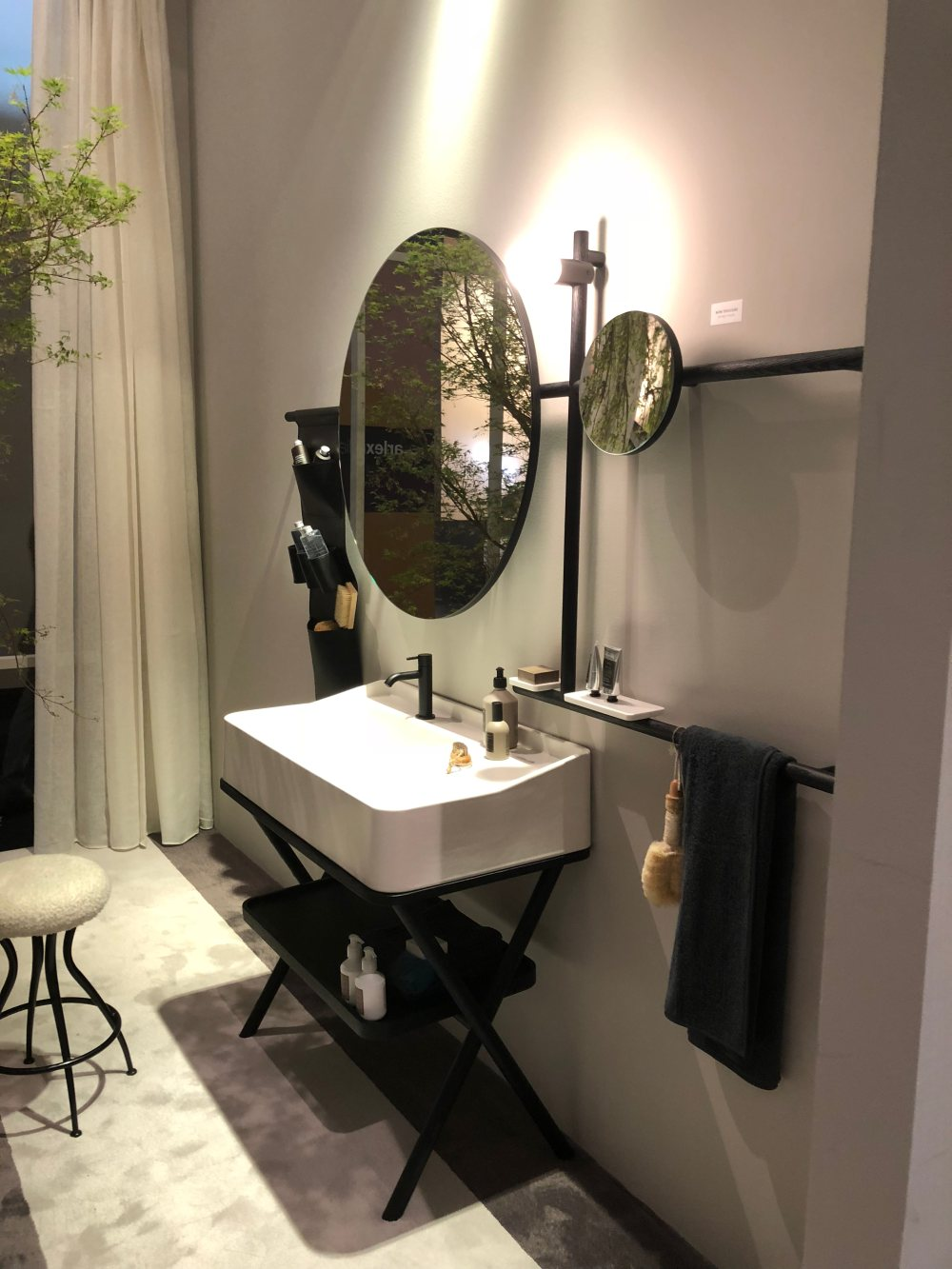 The sink is in this case the main focal point of the vanity and the space around it