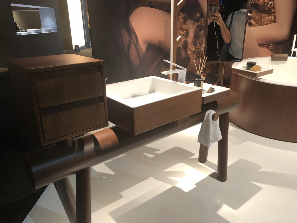 Some more modern vanities have an open and simplified design and a sculptural appearance