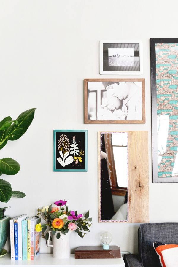 Simple wooden frame for your mirror