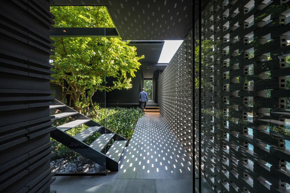 An interior courtyard doubles as an intermediate space between the different areas of the house