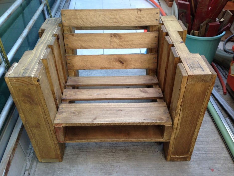 Put together a chair using reclaimed wood pallets