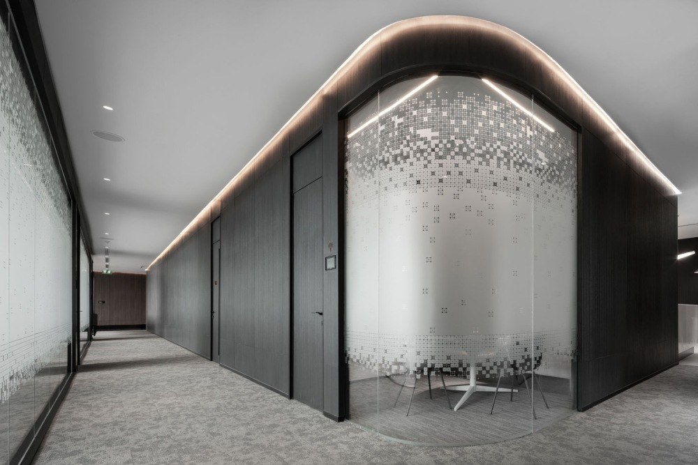 Curved corners and edges, delicately decorated glass and warm LED accent lighting help to soften the austere nature of some of the materials