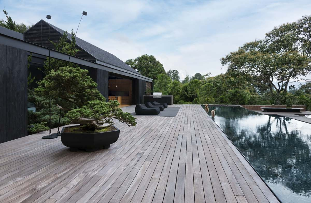 The relationship between the house and its natural surroundings is one based on harmony and respect