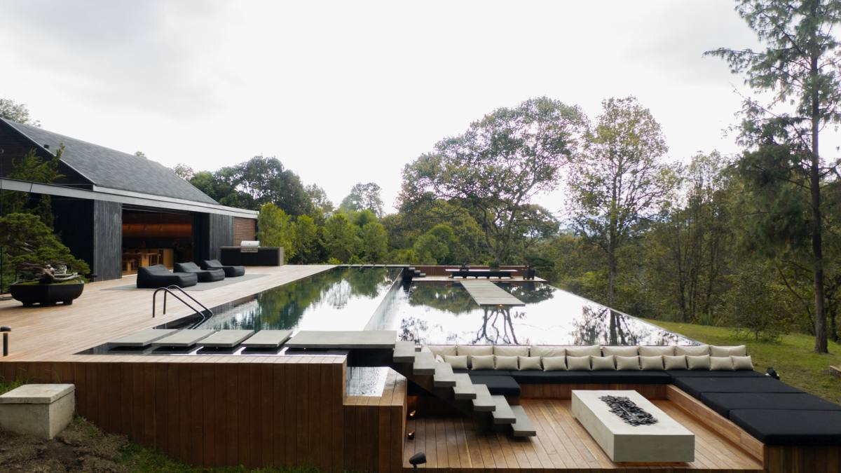 The second phase of the project was focused on the outdoor layout which includes a series of spaces placed around the pool