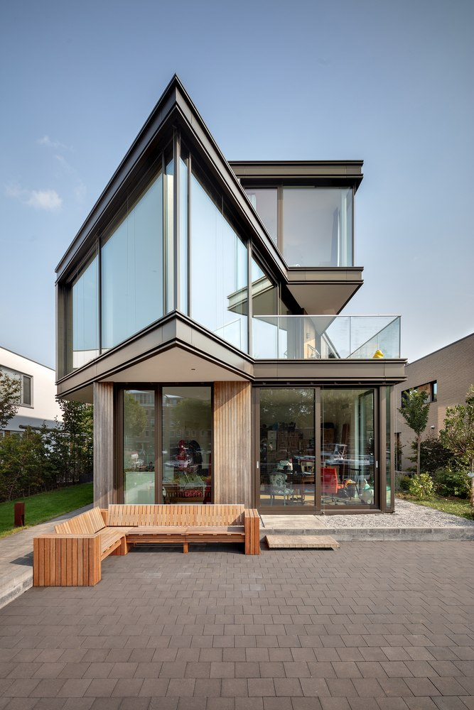 At the back, the villa opens onto an outdoor yard which is easily accessible