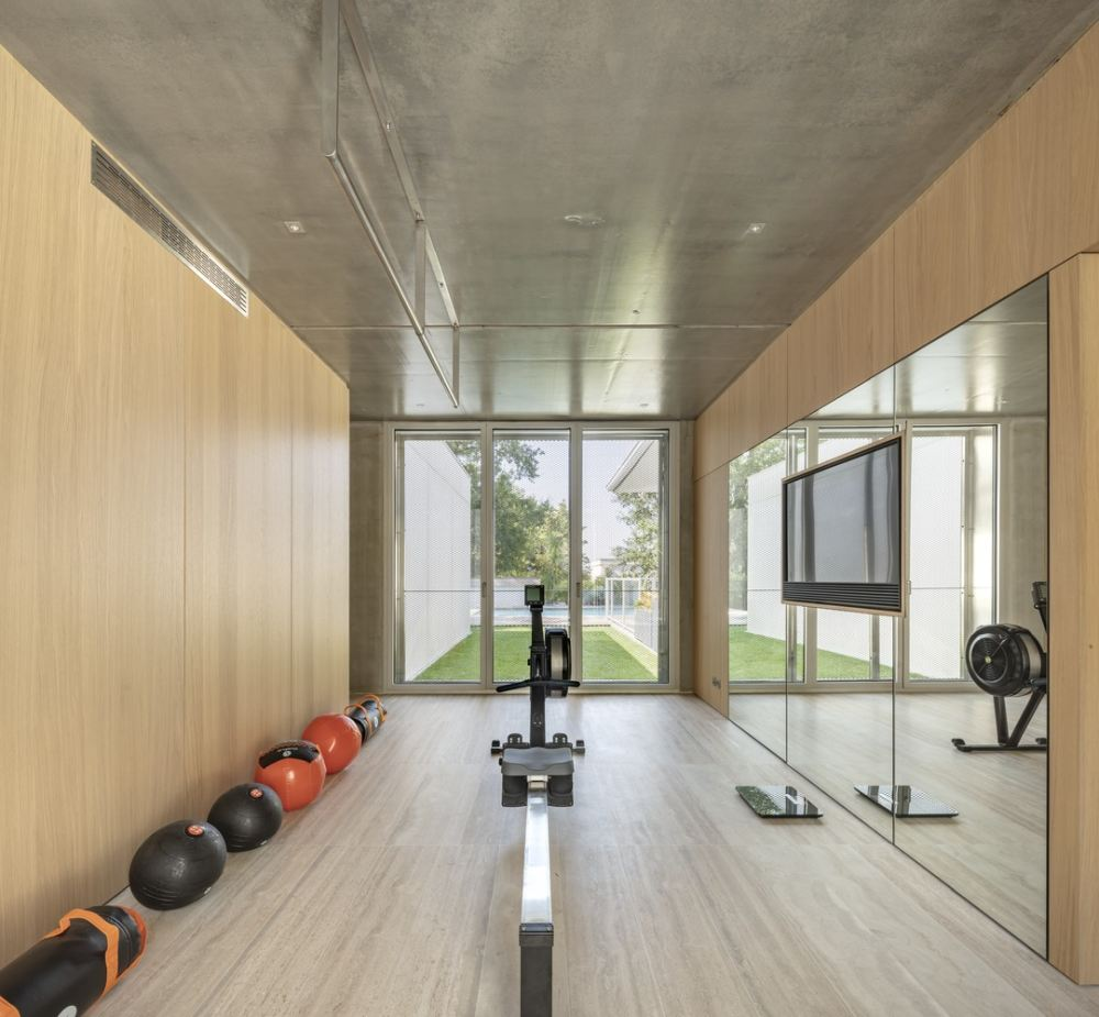 The corridor linking the old and new structures is wide and also functions as a home gym
