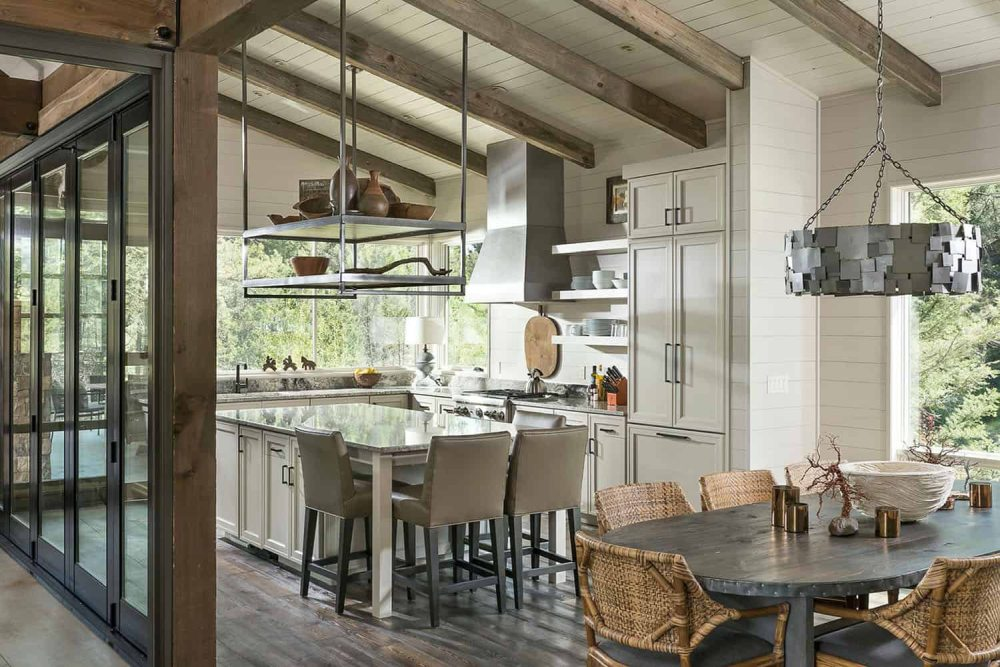 For the interior an open and modern layout was chosen but it's all infused with rustic details
