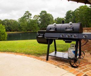 是您的邻居最佳户外厨师,含有燃气和木炭烤肉组合