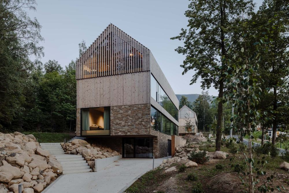The stone and wood layers add diversity to the facades and establish a beautiful dialogue with the surroundings
