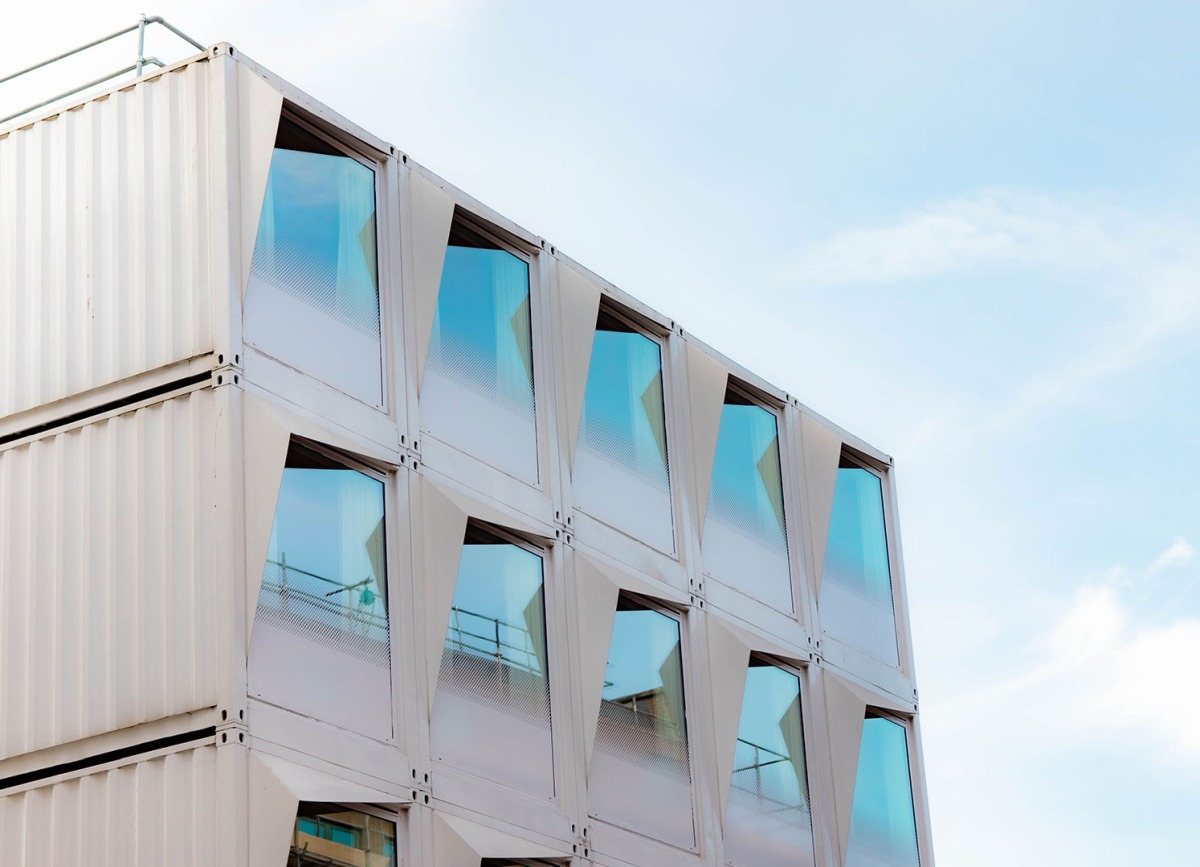 The other side of the fins is white in order to match the facade of the hotel
