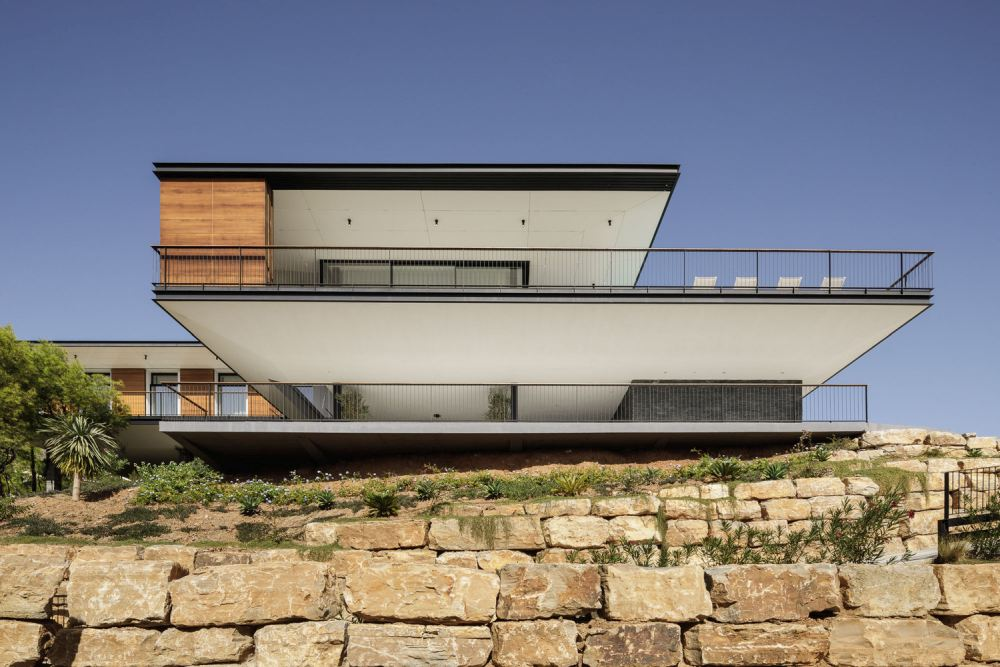 The upper level has a large viewing platform that connects to all the bedrooms and overlooks the Ronda mountain range